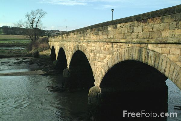 Picture of Bridge over the River Aln, Alnmouth - Free Pictures - FreeFoto.com