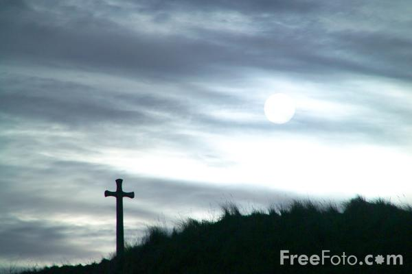Picture of Cross, Church Hill, Alnmouth, Northumberland - Free Pictures - FreeFoto.com