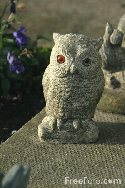 Picture of Owl, Garden Ornament, Alnmouth - Free Pictures - FreeFoto.com
