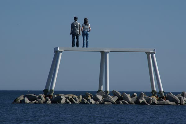 Picture of Offshore sculptures Couple, Newbiggin, Northumberland. - Free Pictures - FreeFoto.com