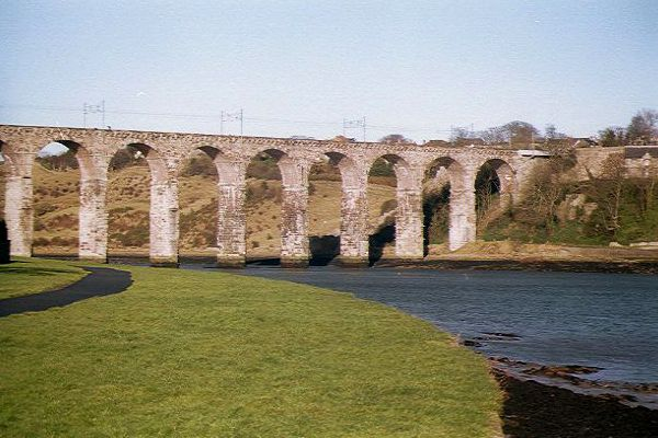 Picture of 1880 built Royal Border Bridge, Berwick upon Tweed - Free Pictures - FreeFoto.com
