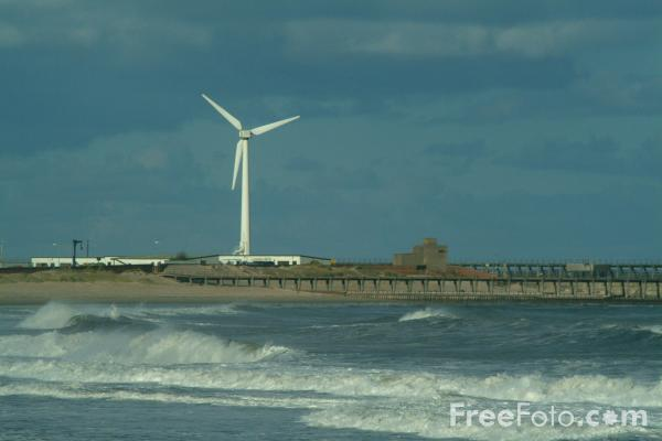 Picture of Wind Farm, Blyth Harbour, Northumberland - Free Pictures - FreeFoto.com