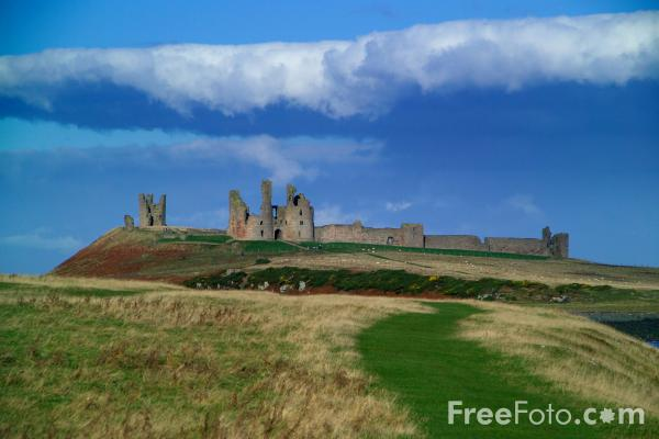 Picture of Dunstanburgh Castle - Free Pictures - FreeFoto.com
