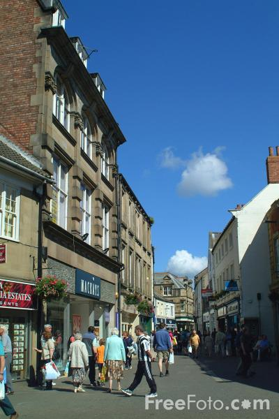 Picture of Shopping, Hexham - Free Pictures - FreeFoto.com