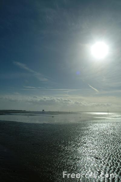 Picture of Sun across the sea, Holy Island, Northumberland - Free Pictures - FreeFoto.com