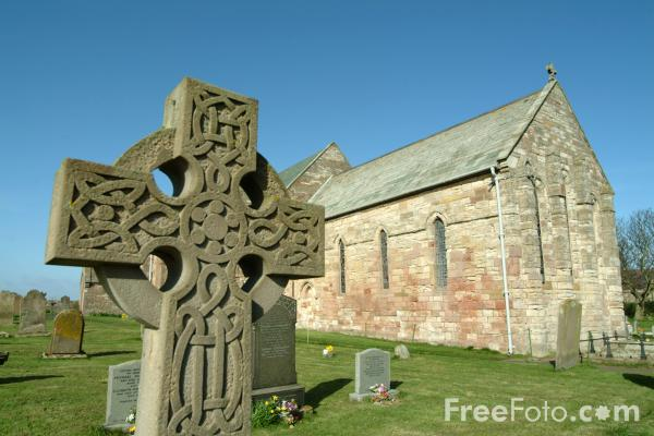 Picture of Celtic Cross, Holy Island, Northumberland - Free Pictures - FreeFoto.com