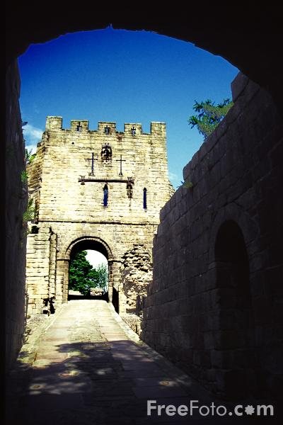 Picture of Prudhoe Castle - Free Pictures - FreeFoto.com