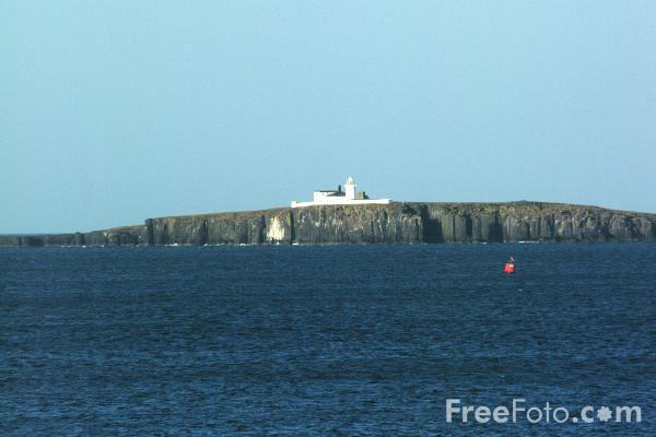 Picture of The Farne Isles seen from Seahouses - Free Pictures - FreeFoto.com