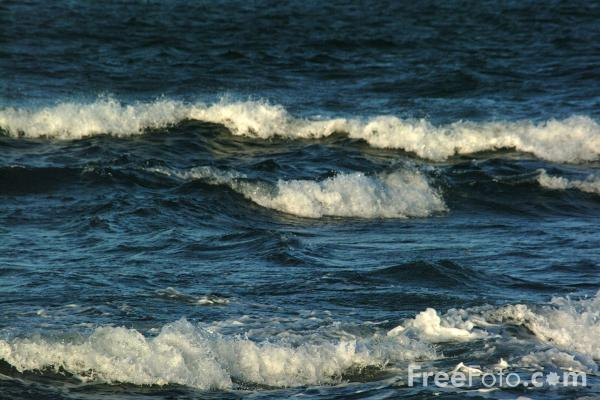 Picture of Waves, The North Sea, Seahouses - Free Pictures - FreeFoto.com
