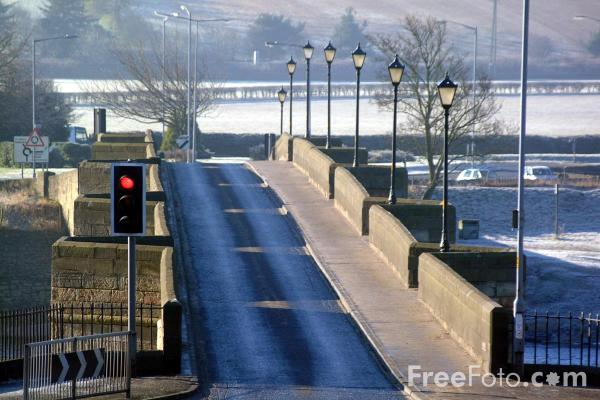 Picture of Bridge across the River Tyne, Corbridge - Free Pictures - FreeFoto.com