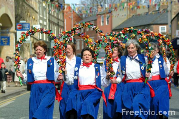 Picture of The Tyne Bridge Women's Morris, Morpeth Northumbrian Gathering - Free Pictures - FreeFoto.com