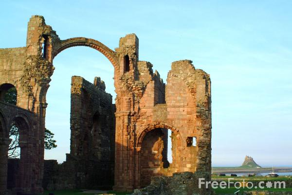 Picture of Lindisfarne Priory - Free Pictures - FreeFoto.com