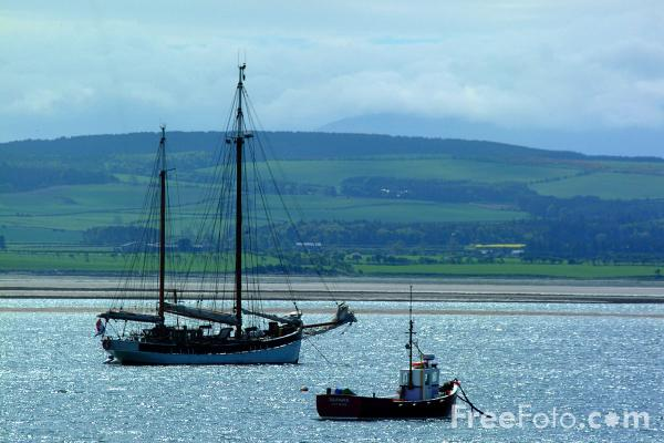 Picture of Boats, Holy Island - Free Pictures - FreeFoto.com