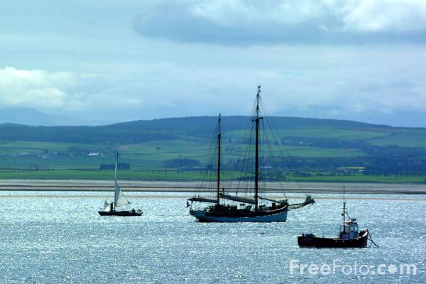 Picture of Boats, Holy Island Harbour - Free Pictures - FreeFoto.com