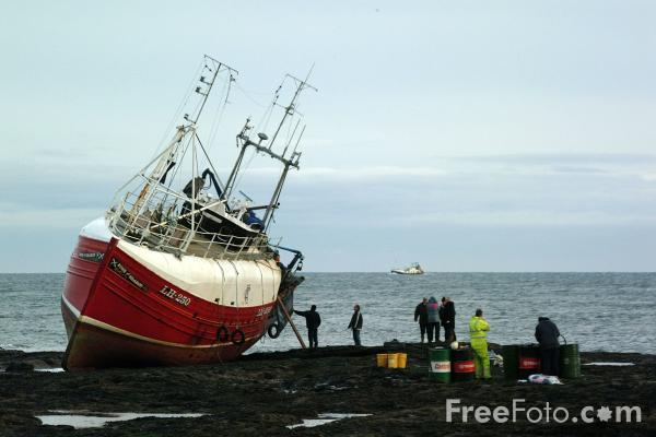 Picture of Fishing Boat aground, Seahouses - Free Pictures - FreeFoto.com