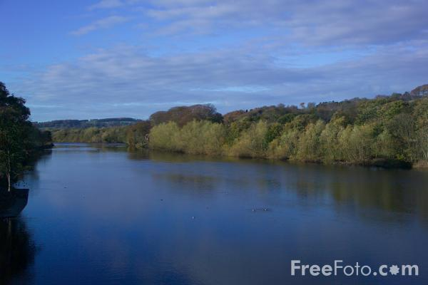 Picture of River Tyne, Hexham, Northumberland - Free Pictures - FreeFoto.com