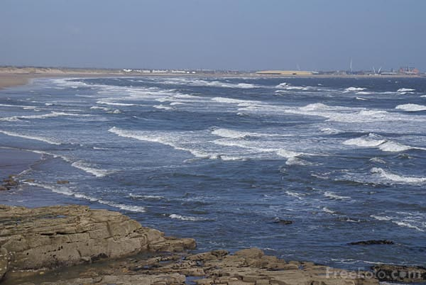 Picture of Rough sea at Seaton Sluice - Free Pictures - FreeFoto.com