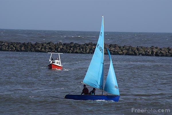 Picture of Sailing, Newbiggin By The Sea - Free Pictures - FreeFoto.com
