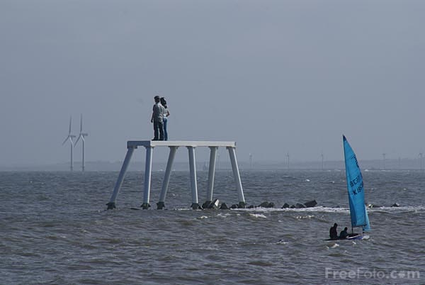 Picture of Couple, Statue, Newbiggin By The Sea - Free Pictures - FreeFoto.com