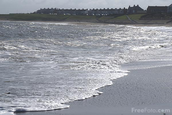 Picture of Seashore, Newbiggin By The Sea - Free Pictures - FreeFoto.com