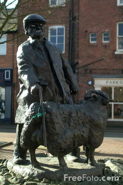 Picture of Sculpture, Oswestry, Shropshire, England - Free Pictures - FreeFoto.com