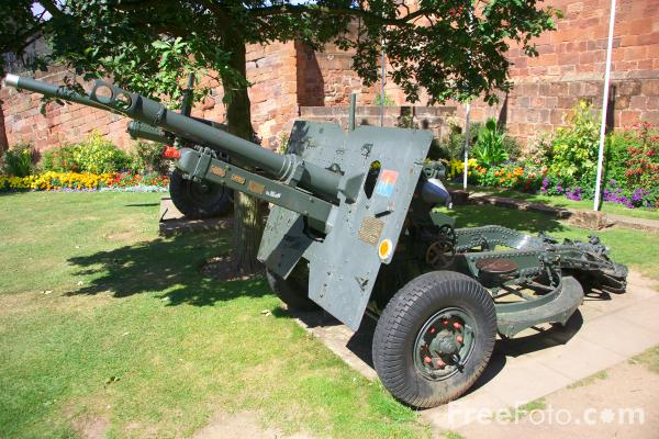 Picture of Shrewsbury Castle 25Lb gun - Free Pictures - FreeFoto.com