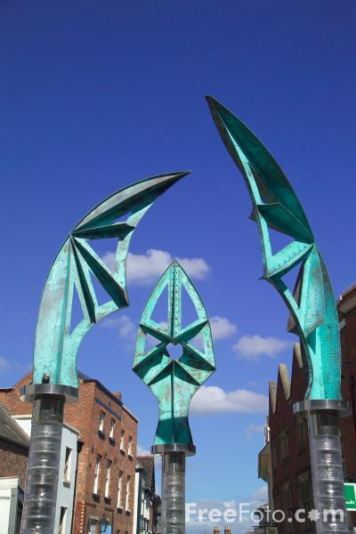 Picture of Darwin Gate sculpture, Shrewsbury, Shropshire - Free Pictures - FreeFoto.com
