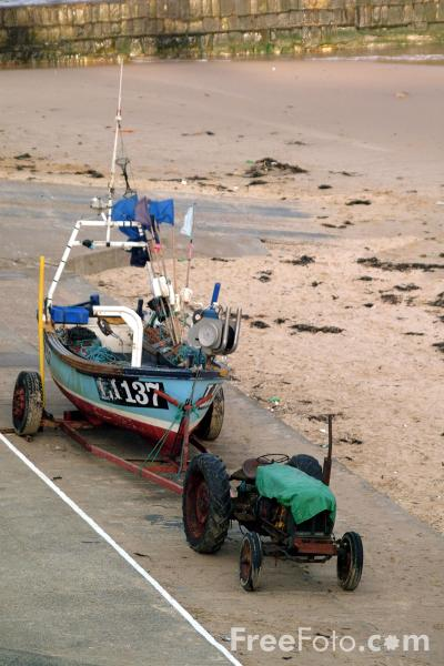 Picture of Fishing Boat, Cullercoats - Free Pictures - FreeFoto.com
