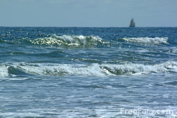 Picture of Waves, Cullercoats - Free Pictures - FreeFoto.com