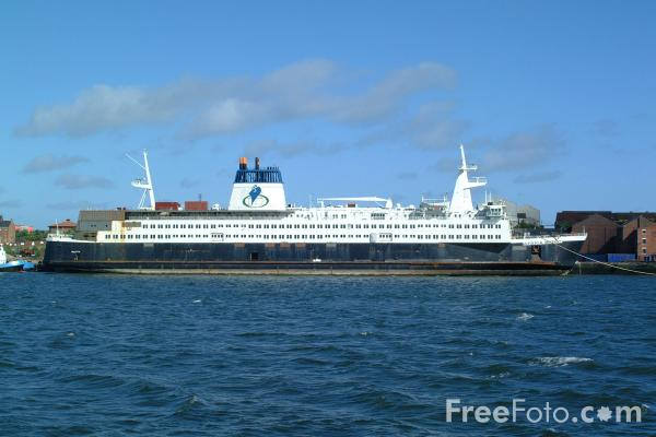Picture of The Africa Mercy, the worlds largest non-governmental hospital ship, River Tyne - Free Pictures - FreeFoto.com
