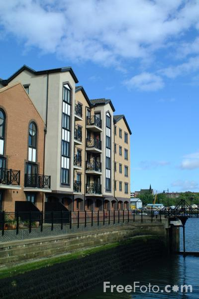 Picture of Riverside Apartments, North Shields - Free Pictures - FreeFoto.com