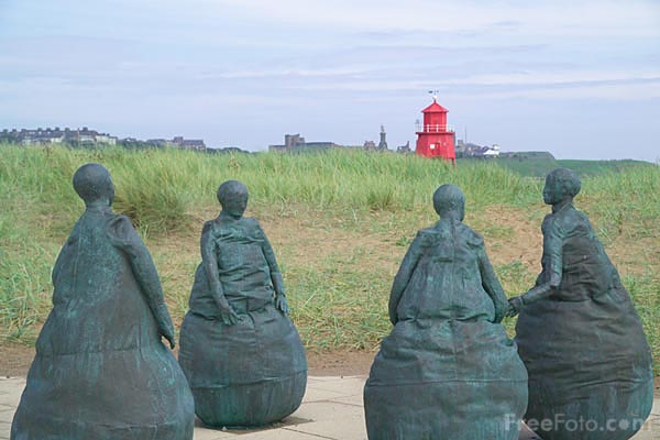 Picture of Conversation Piece, South Shields - Free Pictures - FreeFoto.com