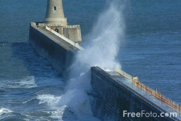 Picture of Waves, The North Pier, Tynemouth, - Free Pictures - FreeFoto.com