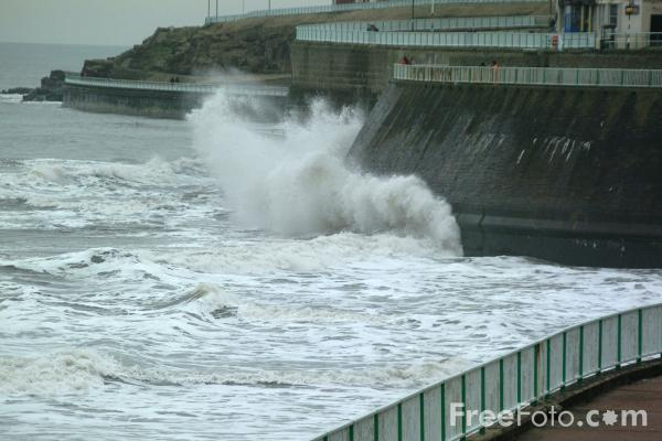 Picture of Waves, Sea Front, Whitley Bay - Free Pictures - FreeFoto.com