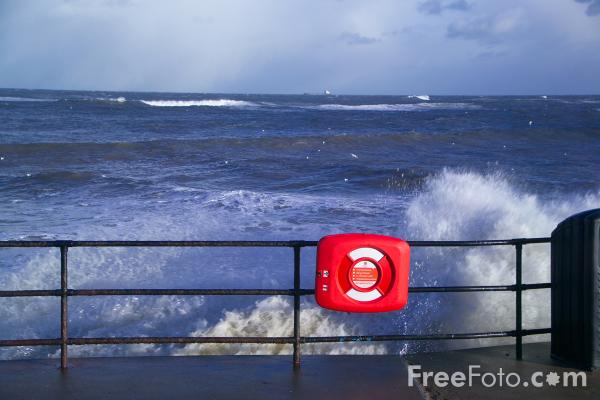 Picture of Rough Sea, Whitley Bay - Free Pictures - FreeFoto.com