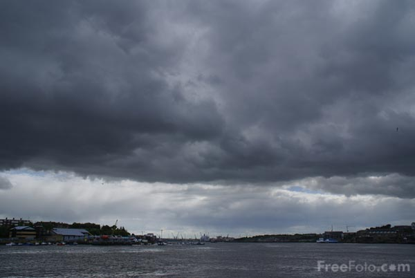 Picture of Storm Clouds, River Tyne, North Shields - Free Pictures - FreeFoto.com