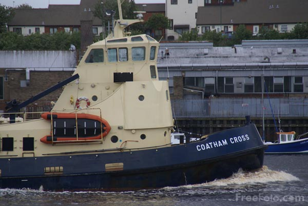 Picture of Tug Coatham Cross, River Tyne, North Shields - Free Pictures - FreeFoto.com