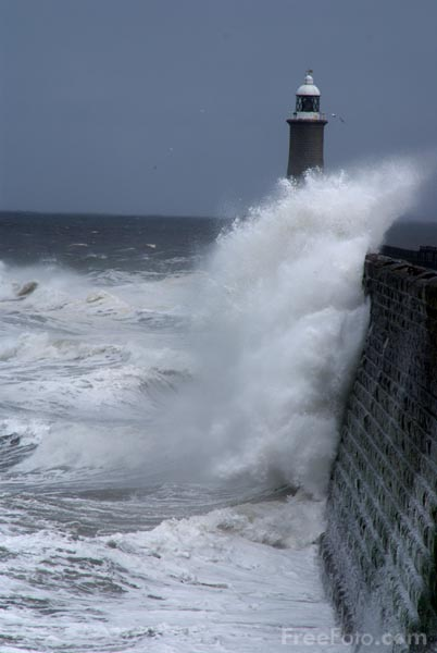Picture of Waves crashing over The North Pier, Tynemouth - Free Pictures - FreeFoto.com
