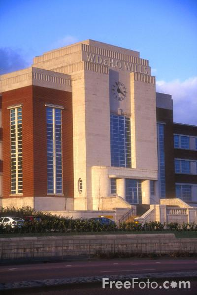 Picture of WD and HO Wills Art Deco style building, Newcastle upon Tyne - Free Pictures - FreeFoto.com