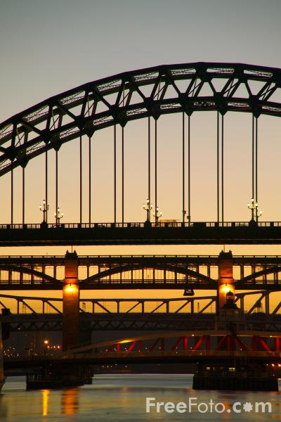 Picture of Tyne Bridge, Newcastle upon Tyne at night - Free Pictures - FreeFoto.com