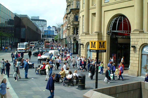 Picture of Shoppers, Blackett Street, Newcastle upon Tyne - Free Pictures - FreeFoto.com
