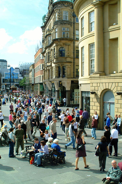 Picture of Crowd of Shoppers, Blackett Street, Newcastle upon Tyne - Free Pictures - FreeFoto.com