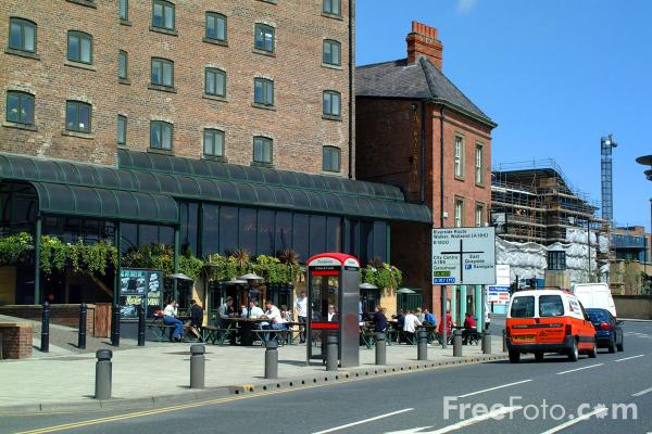 Picture of Waterline  - Popular quayside pub, Newcastle upon Tyne - Free Pictures - FreeFoto.com