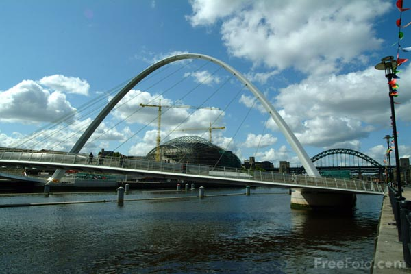 Picture of Gateshead Millennium Bridge, Newcastle Quayside - Free Pictures - FreeFoto.com