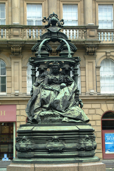 Picture of Queen Victoria Statue, Newcastle upon Tyne - Free Pictures - FreeFoto.com