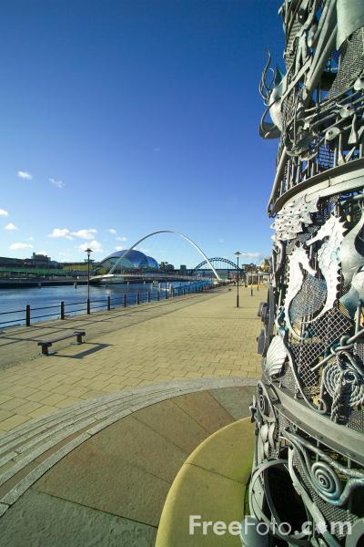 Picture of Blacksmith's Needle Sculpture, Newcastle Quayside - Free Pictures - FreeFoto.com