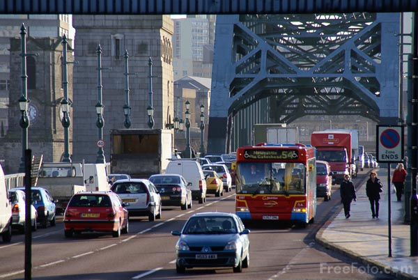 Picture of Traffic, Tyne Bridge, Newcastle upon Tyne - Free Pictures - FreeFoto.com