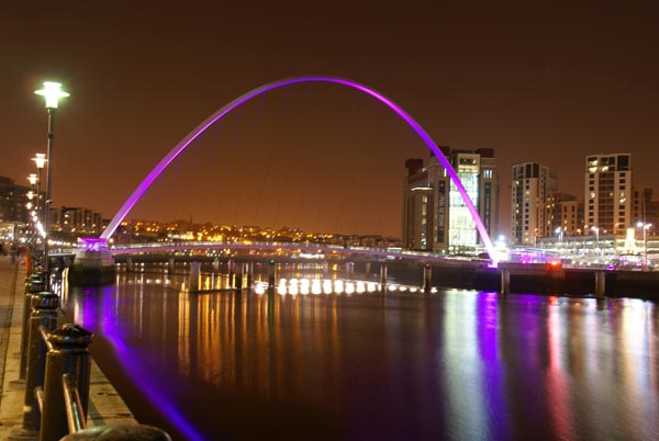 Picture of Gateshead Millennium Bridge during Glow - a festival of light. - Free Pictures - FreeFoto.com