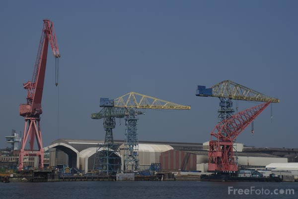 Picture of Cranes at Swan Hunter Shipyard - Free Pictures - FreeFoto.com
