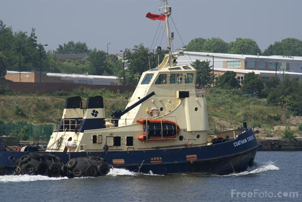 Picture of Tug Coatham Cross on the River Tyne. - Free Pictures - FreeFoto.com